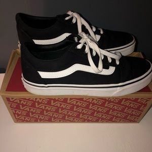 Vans Women's Ward low top